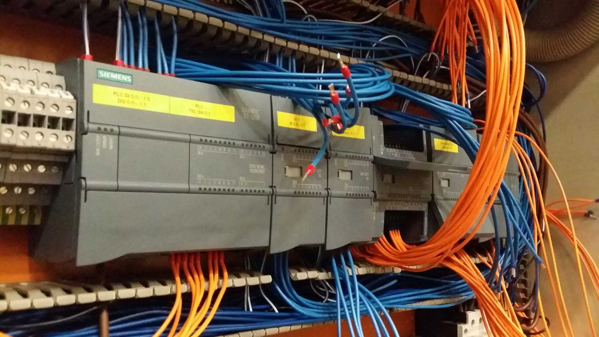 Sterownik PLC podczas modernizacji wymiany Simatic S5 na S7