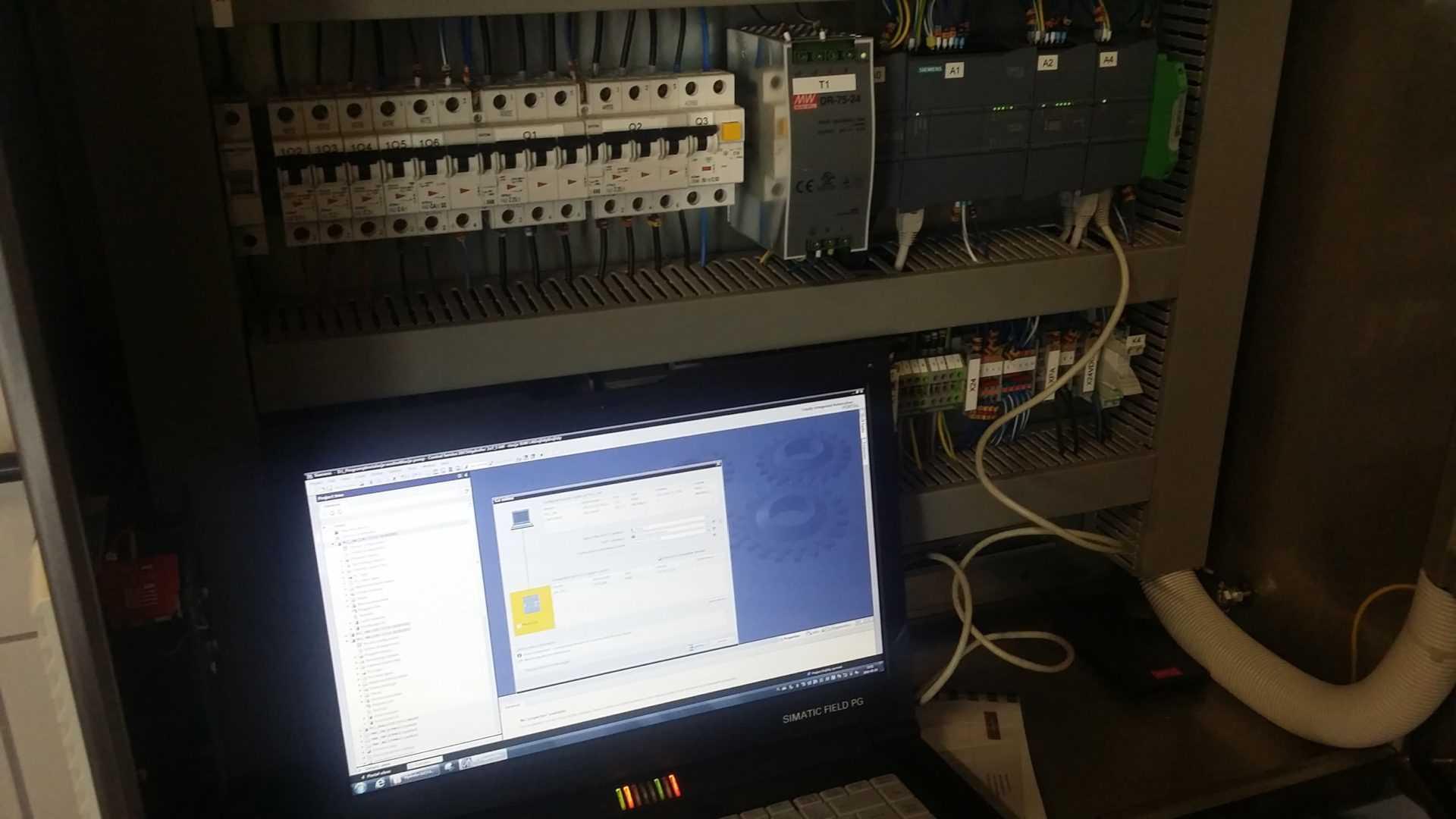 Programator Siemens w szafie elektrycznej