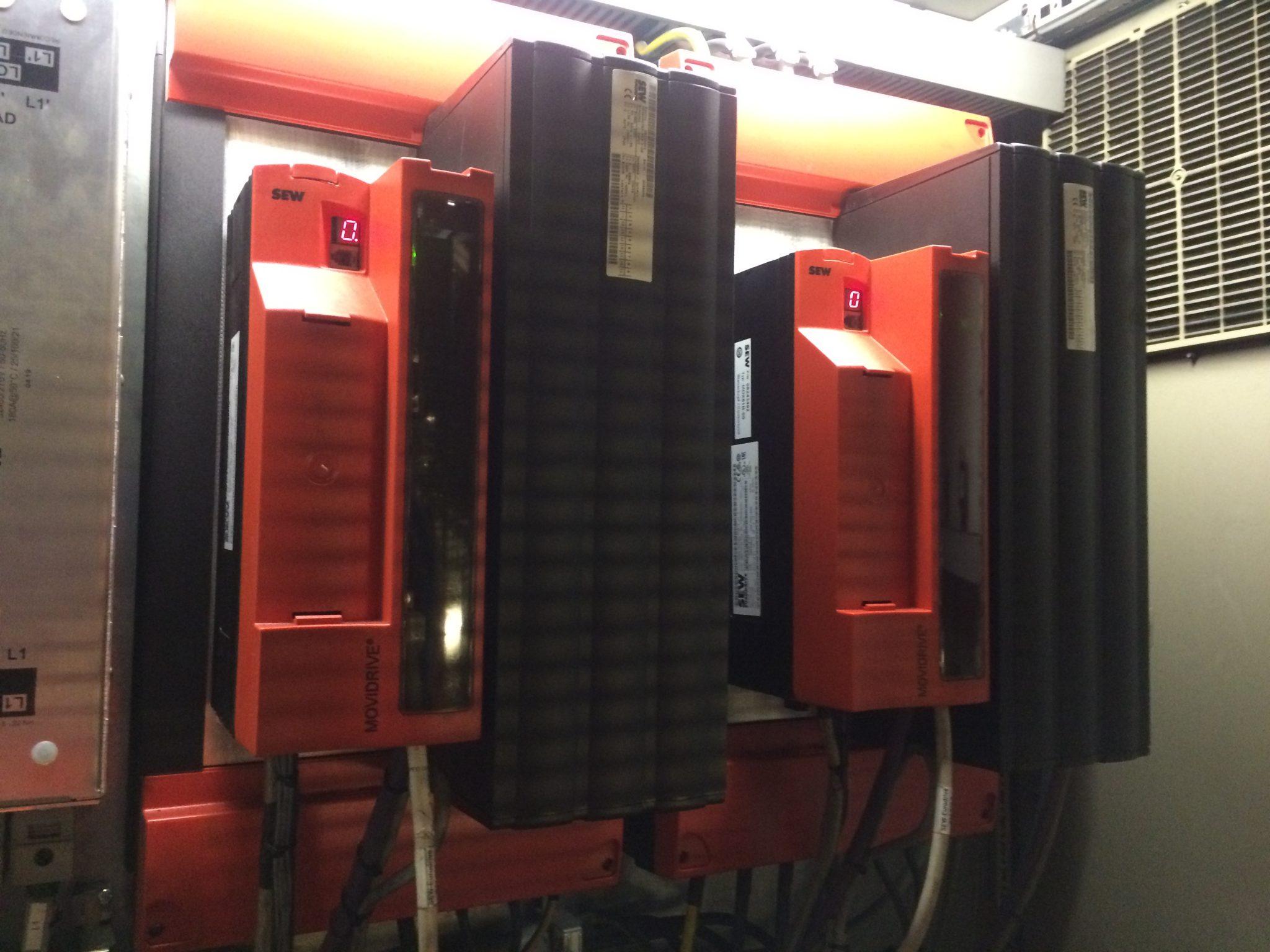 Zdjęcie 2.7 Nowe falowniki MDX61A na swoim miejscu.