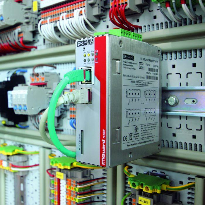 router bezpieczeństwa przemysłowego FL mGuard przeznaczony do montażu na szynie DIN