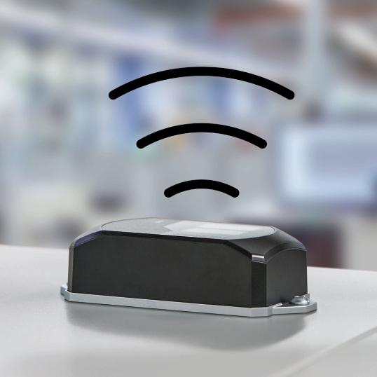 WLAN 1100 to ekonomiczne, kompletne rozwiązanie obejmujące zintegrowane anteny i moduł bezprzewodowy i umożliwiające prostą instalację szybkiej i stabilnej sieci WLAN w maszynie